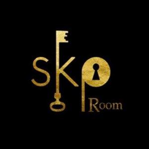 logo de Skp Room