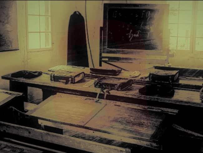 escape room: Spooky school