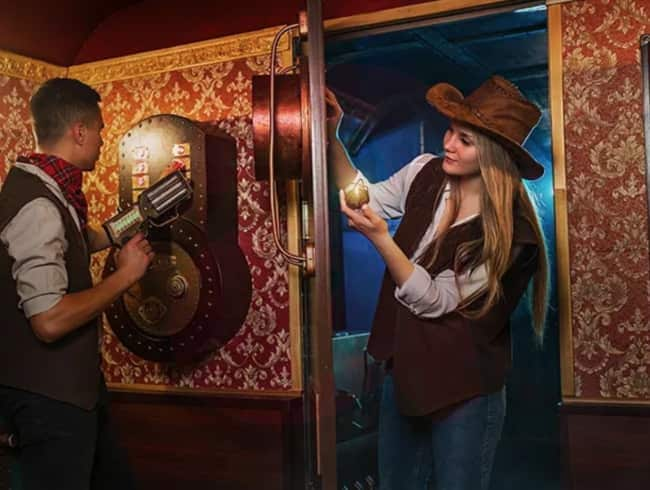 escape room: Wild west train